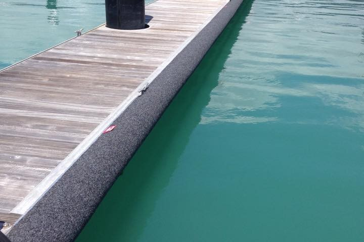 Pontoon with rubber padding